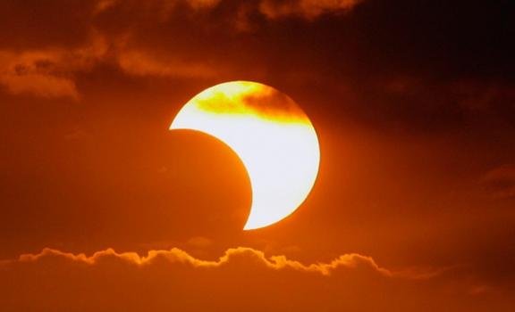 Así afectará el eclipse solar a tu relación amorosa según tu signo