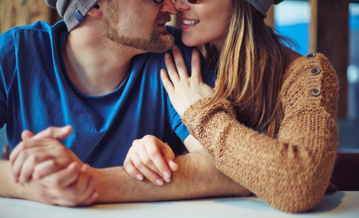 Como se toman de las manos dice mucho de tu relación