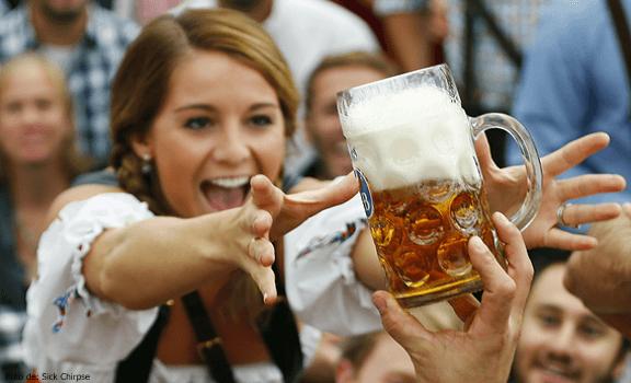 Mujer haciendo la dieta de la cerveza