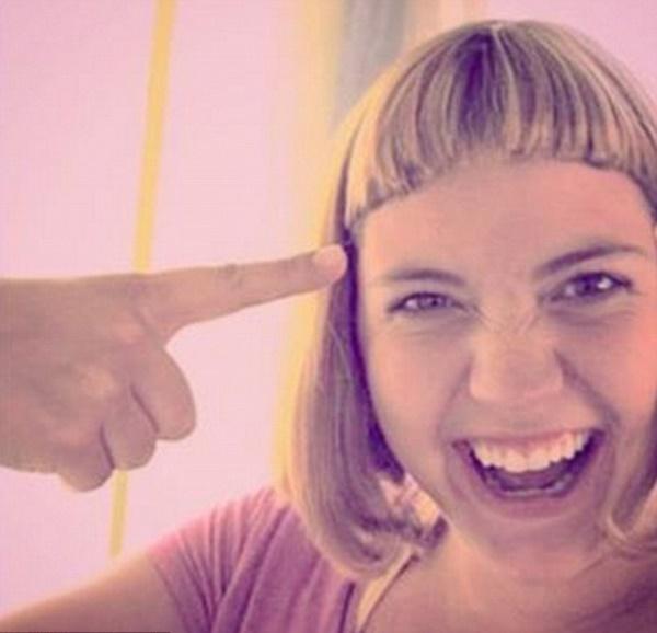 Peores cortes de pelo: A ella también, ¡pero se lo toma con humor!