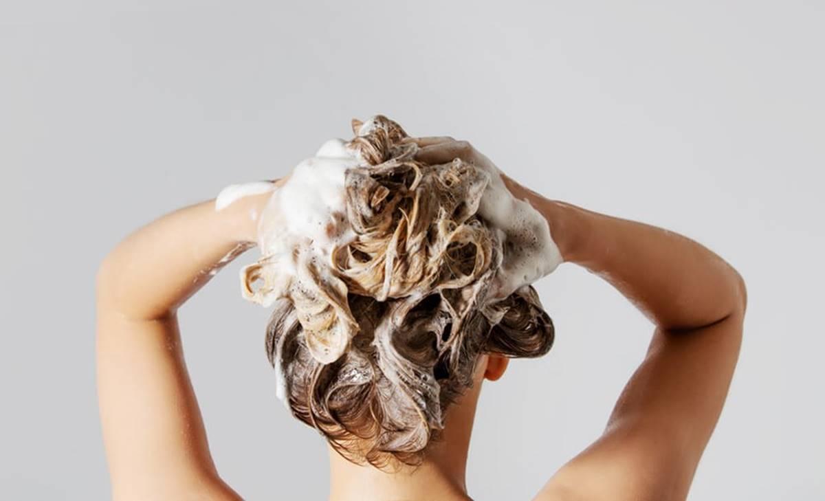 ¿Cómo hacer shampoo casero para rehabilitar tu pelo?