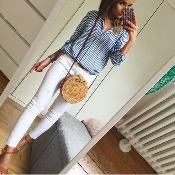 Foto de chica con outfit blanco y azul