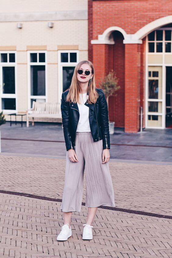 Foto de chica con chaqueta de cuero