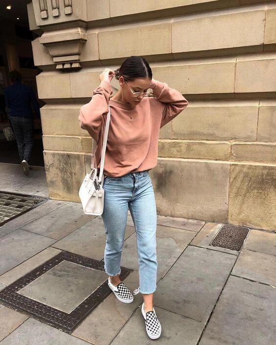 Foto de chica vestida con jeans