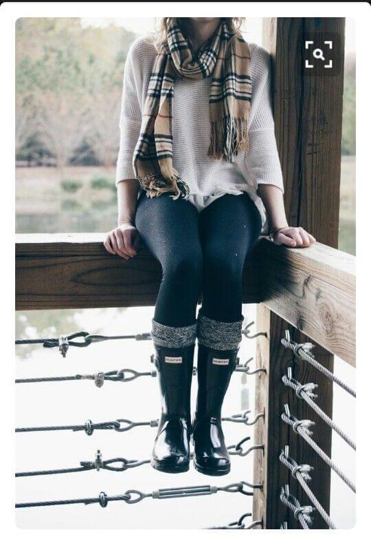 Foto de chica con outfit de lluvia