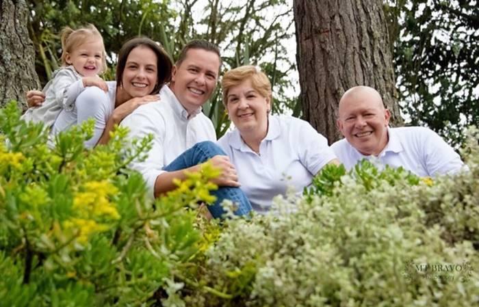 Foto de Laura Acuña con su familia