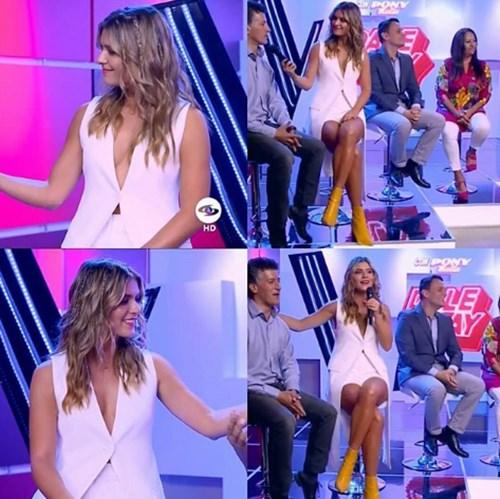 Laura Tobón escote vestido blanco