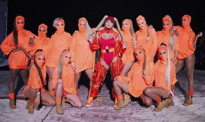 Foto de Karol G con outfit criticado