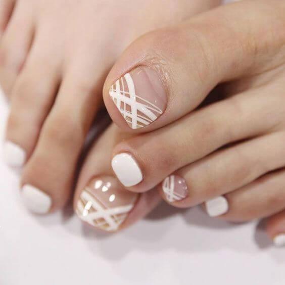 Foto de uñas con pedicure blanco