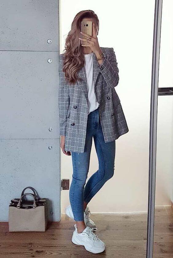 Foto de chica con chaqueta formal
