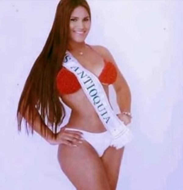 María Gabriela Isler en vestido de baño