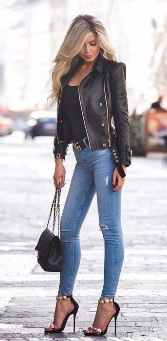 Foto de chica con chaqueta de cuero negra