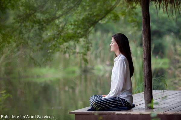 Foto de chica meditando
