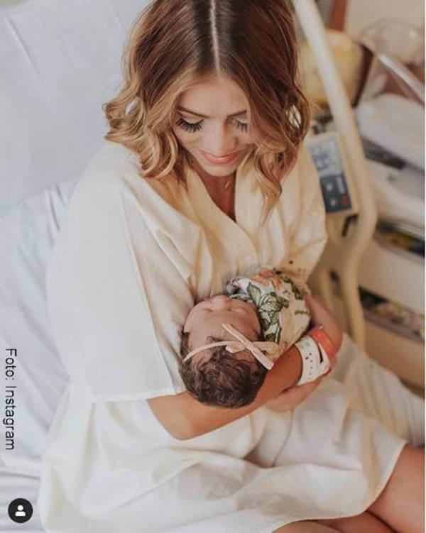 Foto de chica maquillada después del dar a luz