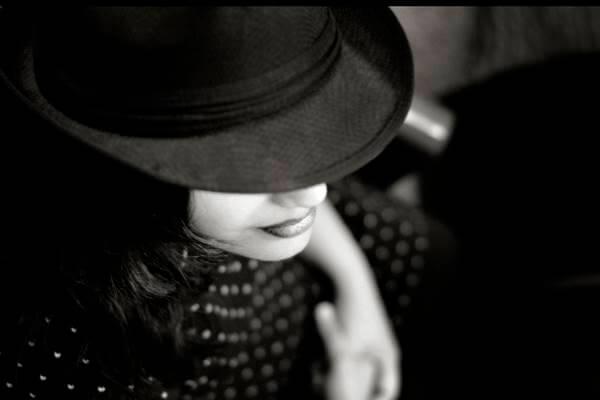 Foto de una chica misteriosa