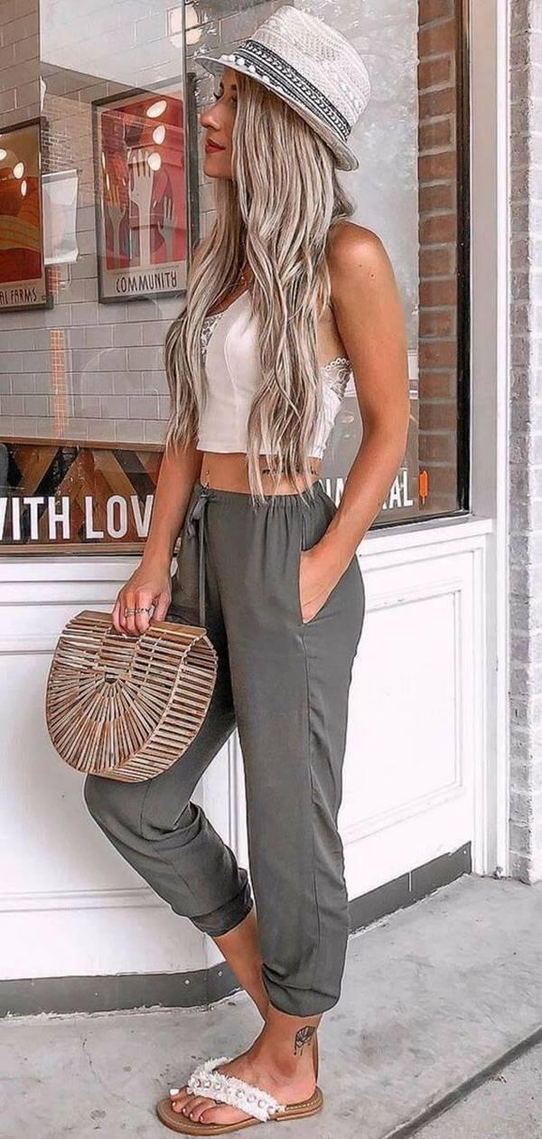 Foto de chica con pantalón