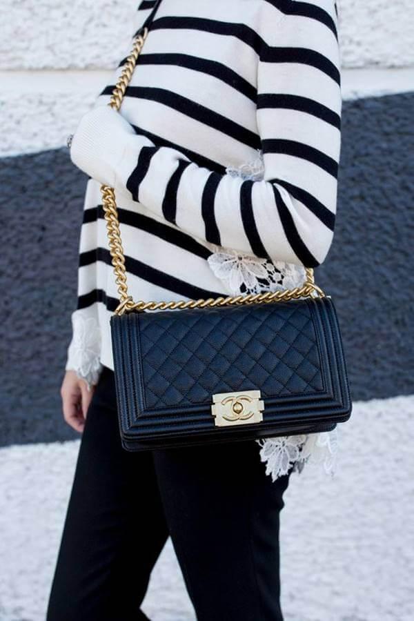 Foto de chica con cartera