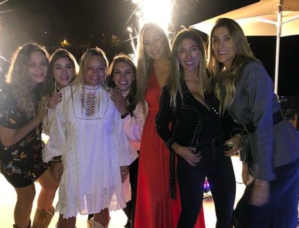 Daniela OSpina en fiesta de mamá de Maluma