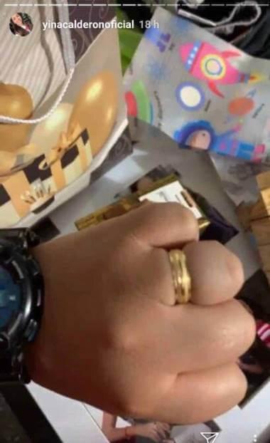 Foto de la mano de esta famosa con un anillo