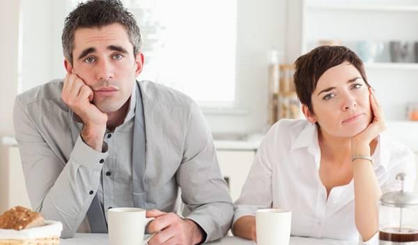 Foto de pareja enojados