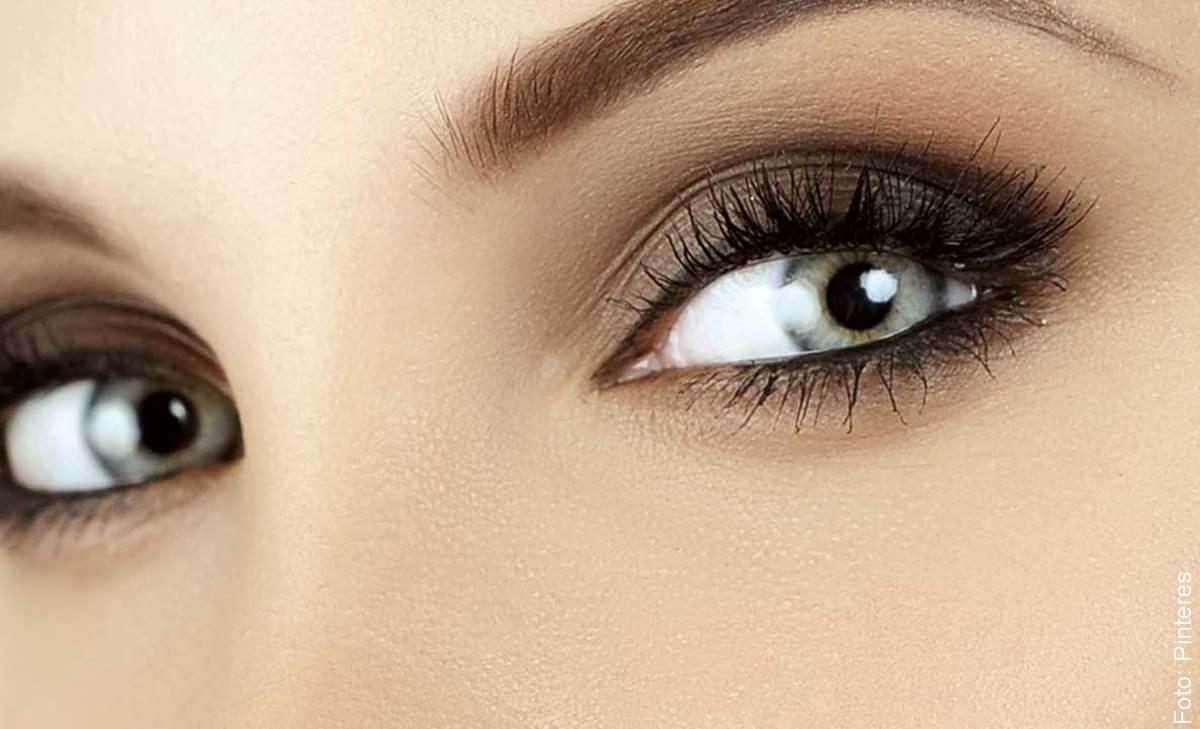 Así puedes lucir tus ojos ahumados en un 2x3