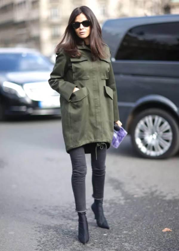 Foto de chica con chamarra verde