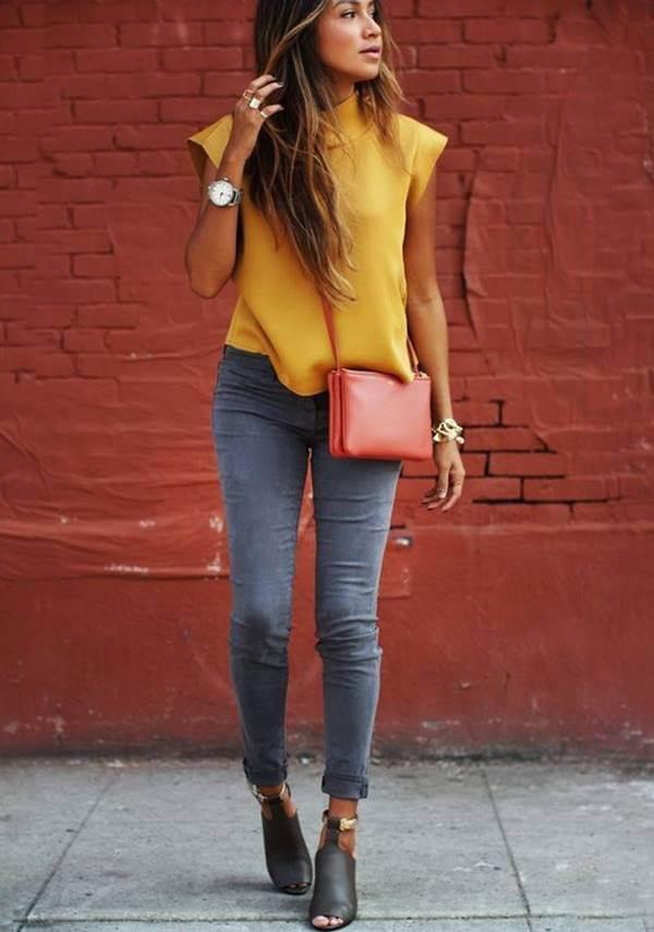 Foto de chica con camisa amarilla