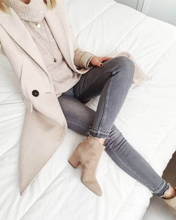 Foto de chica con chaqueta beige