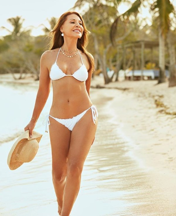 Amparo Grisales en bikini