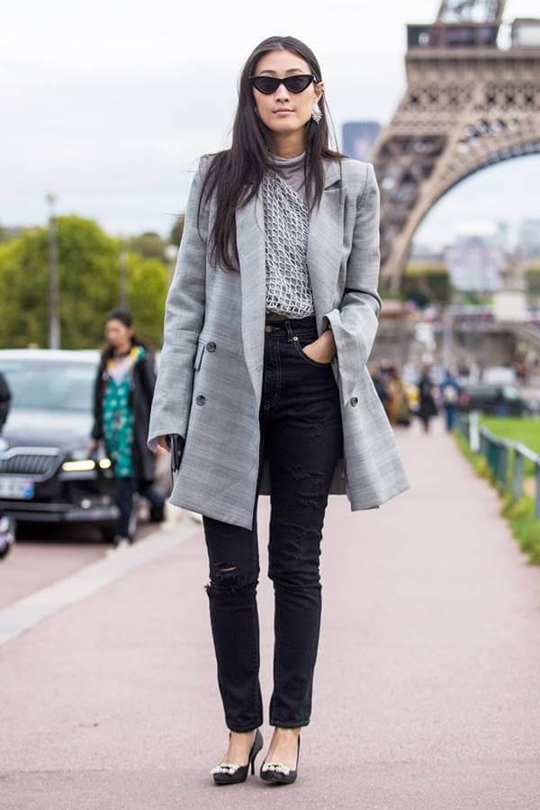 Foto de chica con jean negro roto