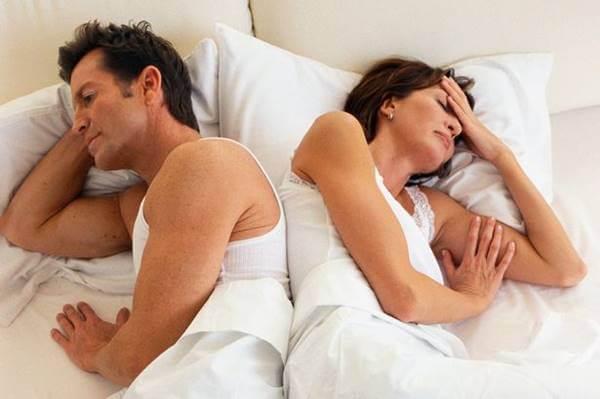 Hombre y mujer en la cama