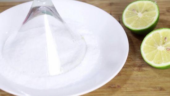 Foto de plato con sal y limón
