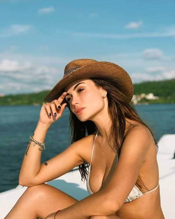 Foto de Sara Uribe en bikini