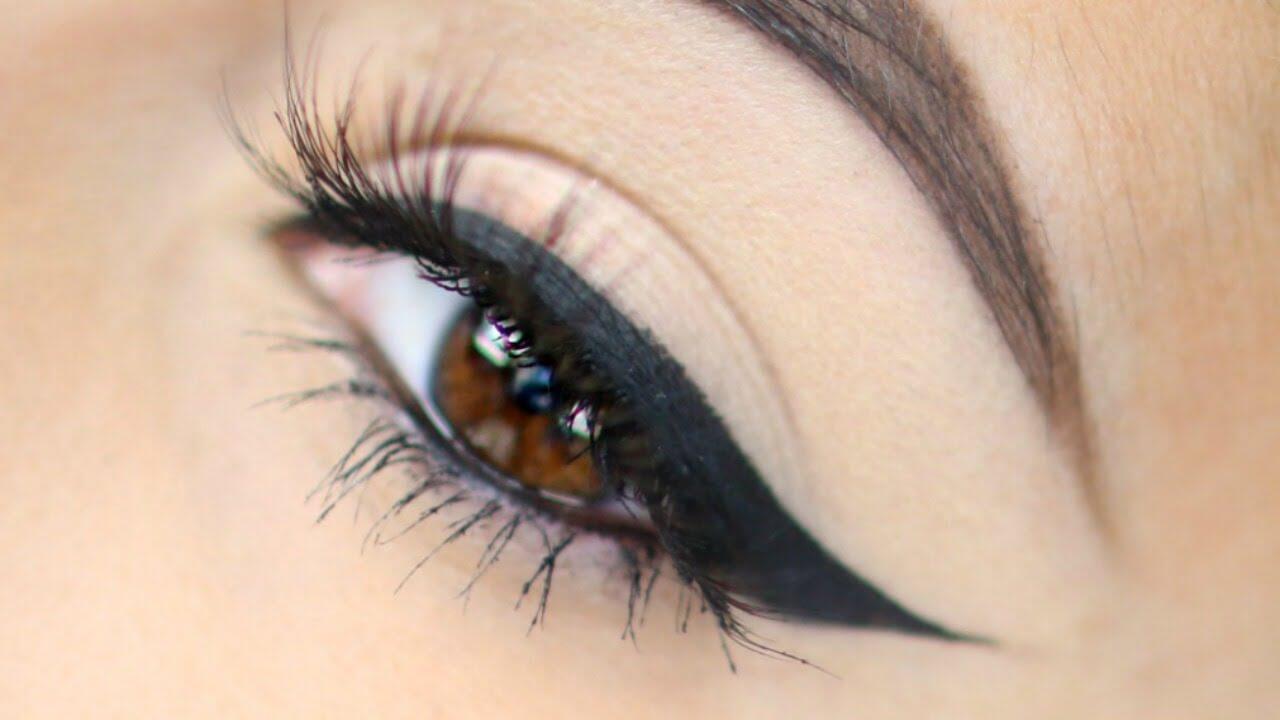 Foto de ojo de una chica con delineador