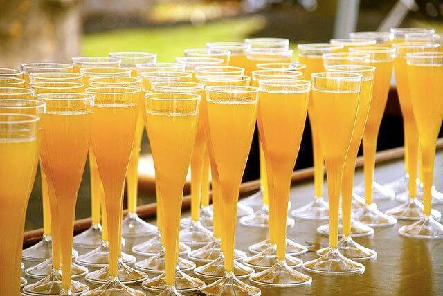 Foto de unas copas con mimosa
