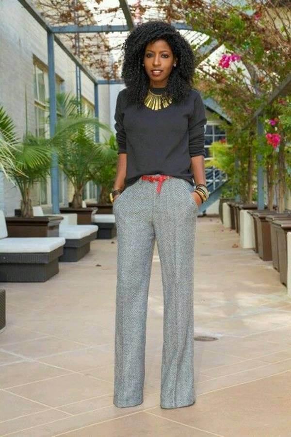 Foto de chica usando outfit con pantalón gris