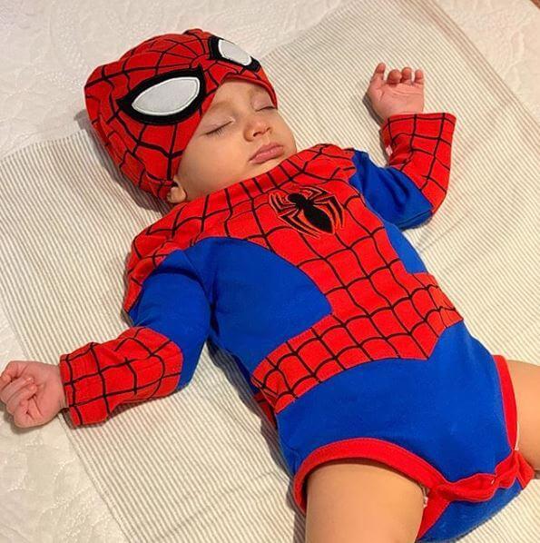 Salvador, el hijo de Melina disfrazado de Spider-Man
