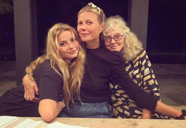 Foto de las tres generaciones de mujeres de la misma familia