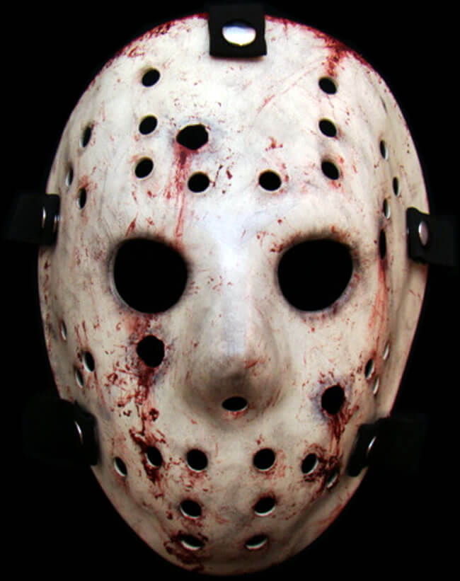 Persona disfrazada de Jason con máscaras para Halloween