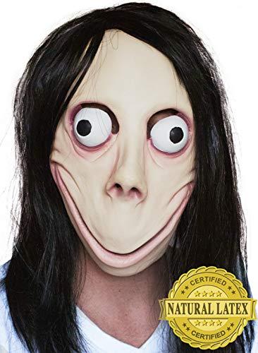 Persona disfrazada de Momo