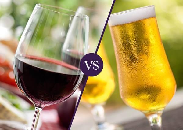 Foto de una cerveza versus un vino