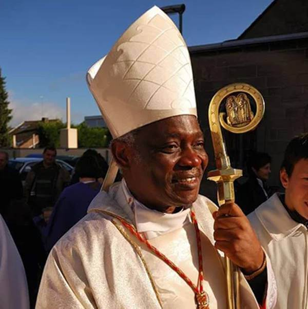 Foto de un Papa negro