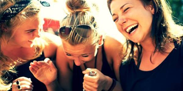 Foto de chicas riéndose