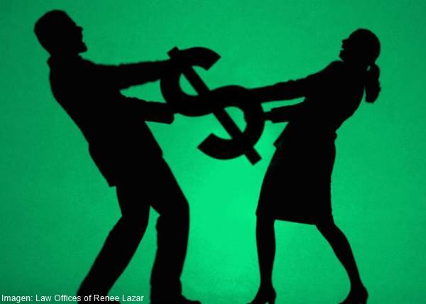 Imagen de pareja peleando por plata