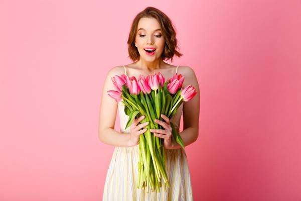 Foto de mujer con flores