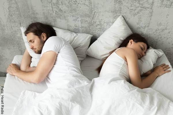 Foto de una pareja en la cama