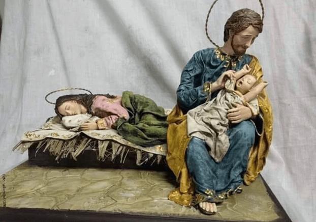 Pesebre obsequiado al Papa, en el que aparece Maria durmiendo mientras José cuida a Jesús