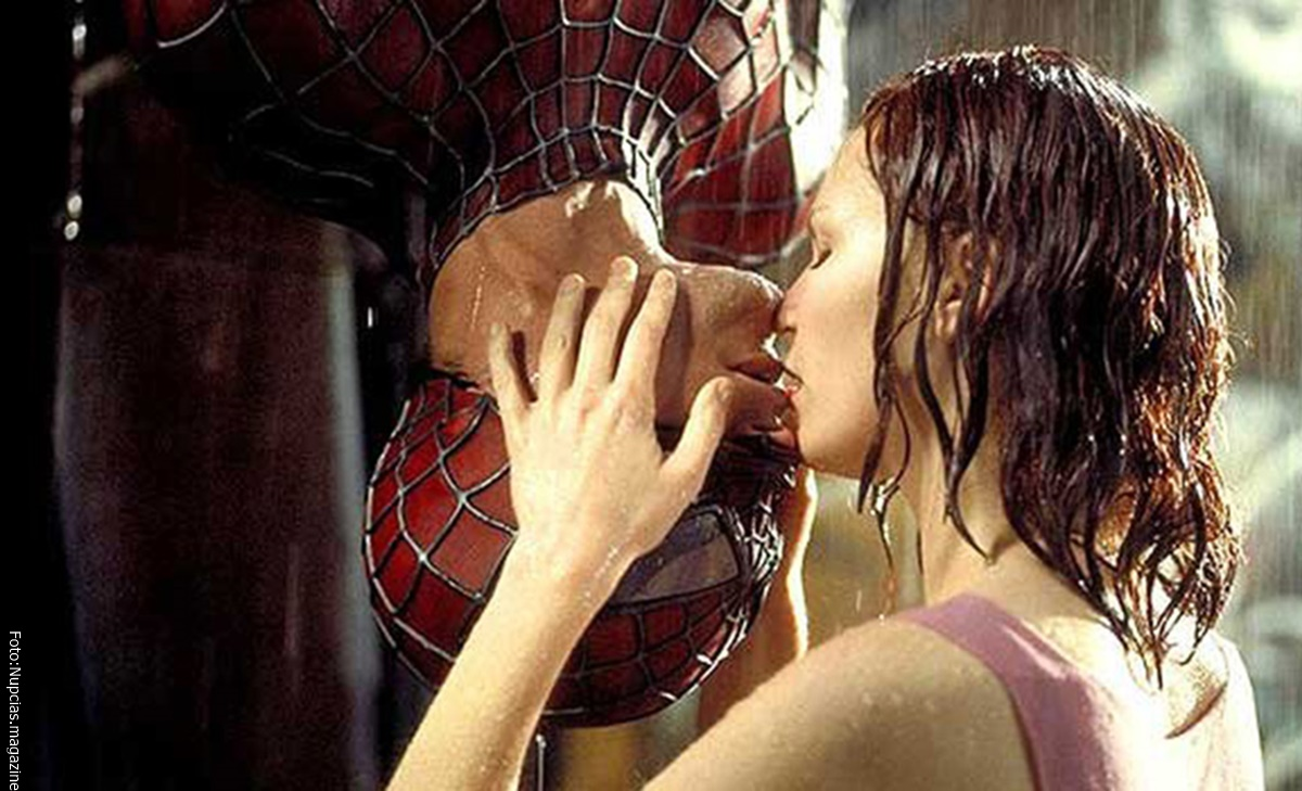beso entre Mary Jane y Spider Man
