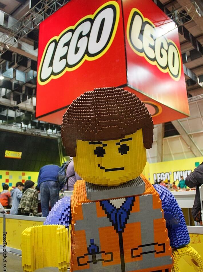 Estructura gigante de Lego.