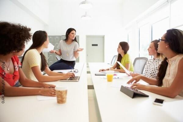 Mujeres trabajando y haciendo actividad física